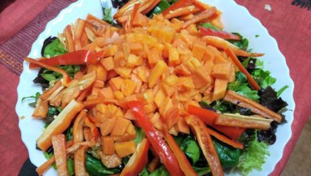 Ensalada de lentejas y papaya con aguacate