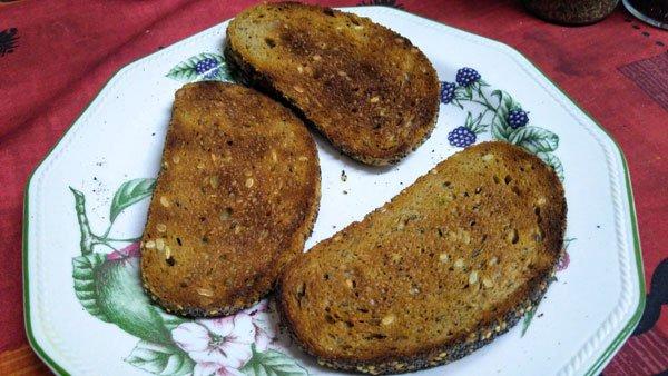Pan tostado con salmorejo
