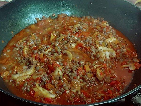 Moussaka vegetariana de berenjenas, lentejas y bechamel de patatas