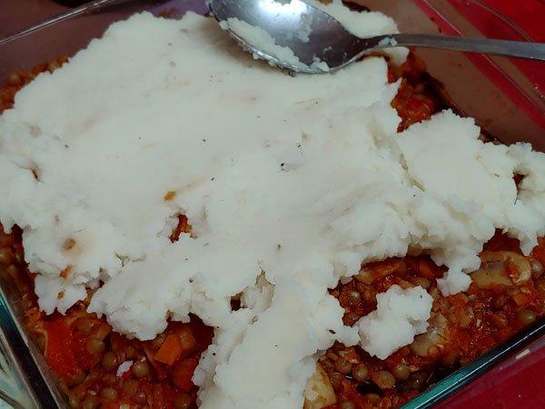 Moussaka vegetariana de berenjenas, lentejas y bechamel de papas