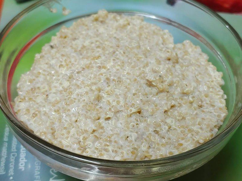 Receta vegana de quinoa con yogurt vegano, arándanos, nueces y frutas
