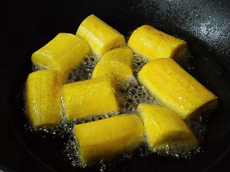 Canapés de plátano macho cestas con guacamole