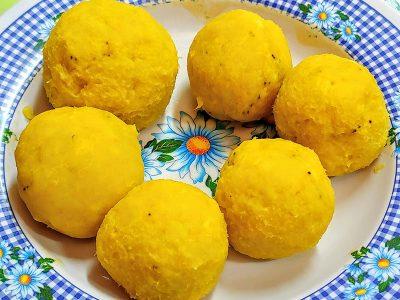 Receta de empanadas de amarillos maduros con queso vegano de relleno