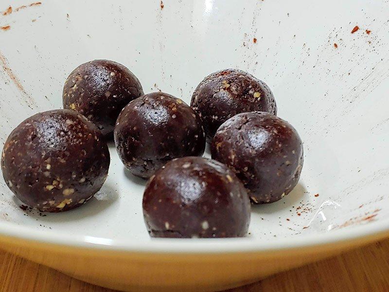 Trufas de chocolate veganas con dátiles Medjoul fácil y rápido