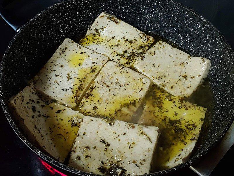 Tofu marinado mediterráneo