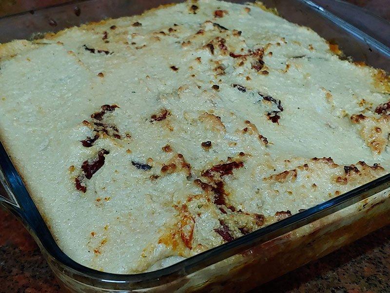pastel de berenjenas tomate y queso vegetal