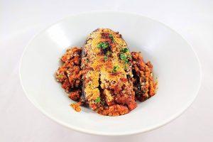 Berenjenas rellenas vegetarianas de lentejas al horno parmesano