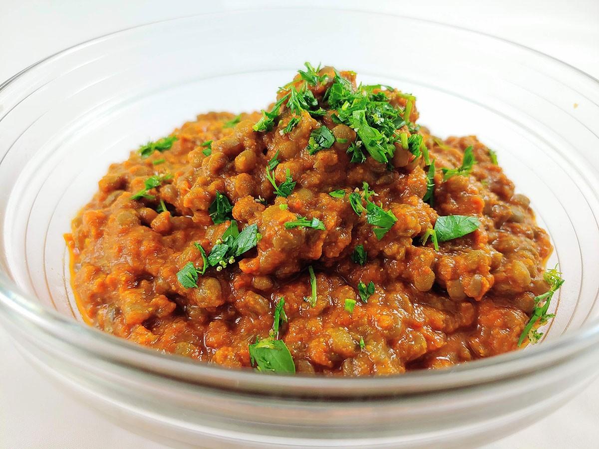Receta de lentejas marroquíes veganas con salsa de especias