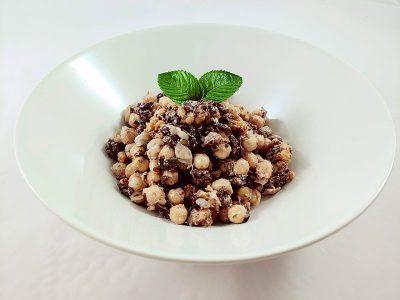 Receta vegana de ensalada de garbanzos veganos aceitunas y tahini